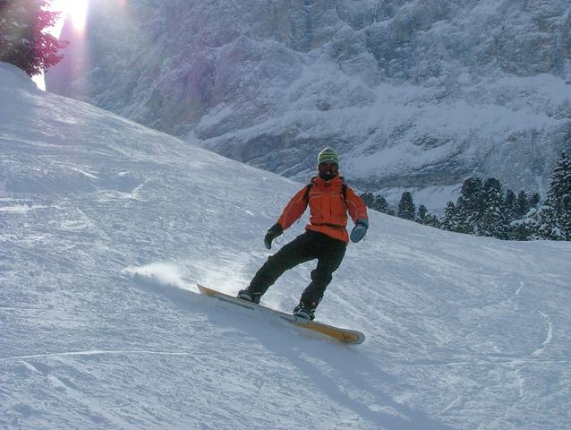 A photo of Myrthe snowboarding